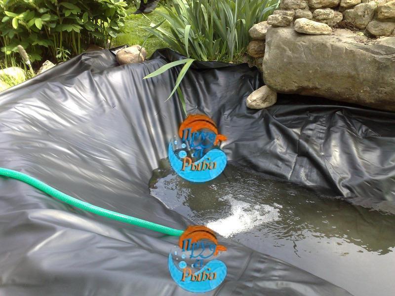 Процесс создания небольшого декоративного водоема.